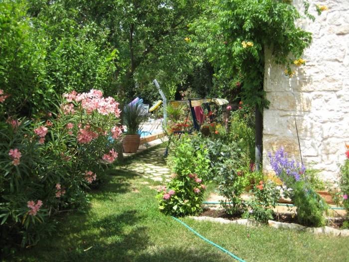 Kamenný dům se zahradou a bazénem v Chorvatsku » Rellox